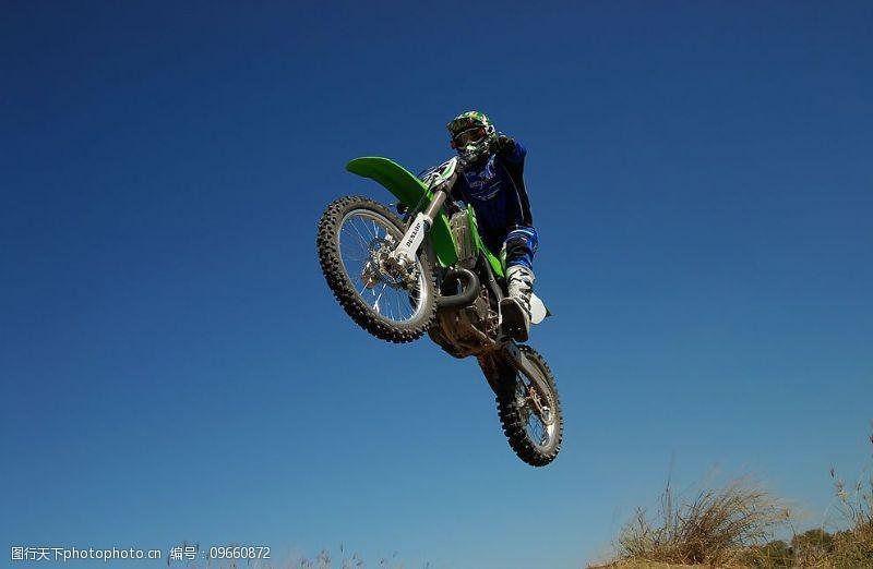 野外运动越野摩托车图片