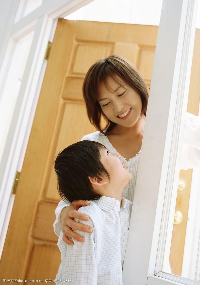 幸福的母子俩母亲和孩子